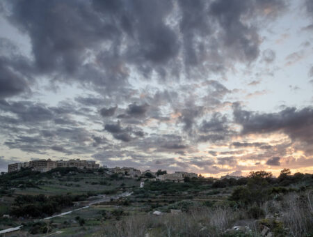 Hike: Surching For The Invisible Walls of The Ramla Bay